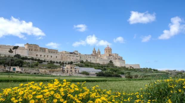 Cidade murada na ilha de Malta