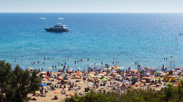 Praias animadas de Malta